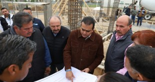 SUPERVISAN CONSTRUCCIÓN DE PREPARATORIA (2)