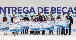 ENTREGA DE BECAS (3)