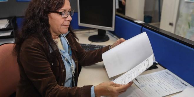 RESPONDEN AL PRIMER DÍA DE PRE REGISTRO DE PREPARATORIA 'GOMEZ MORIN'