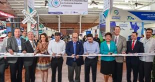 INAUGURAN FERIA DE COMPETITIVIDAD EN COMERCIO EXTERIOR Y ADUANA (2)