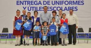 2476 ENTREGA DE UNIFORMES Y UTILES (3)