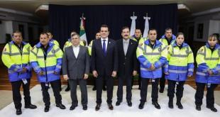RECIBEN OFICIALES DE TRÁNSITO Y VIALIDAD NUEVOS UNIFORMES (1)